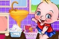 Baby wäscht die Wäsche